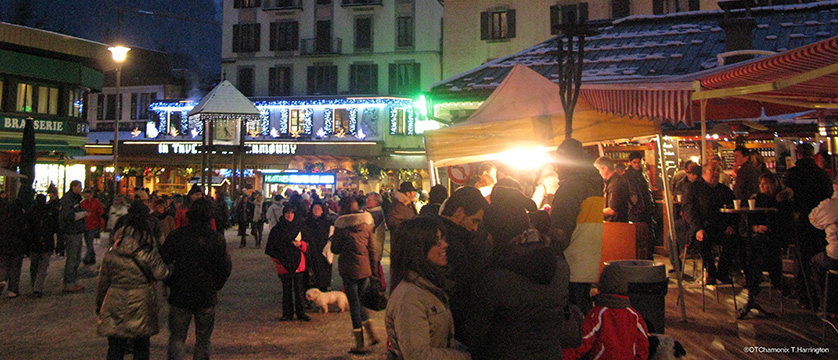france_chamonix_Chamonix-at-night2.jpg